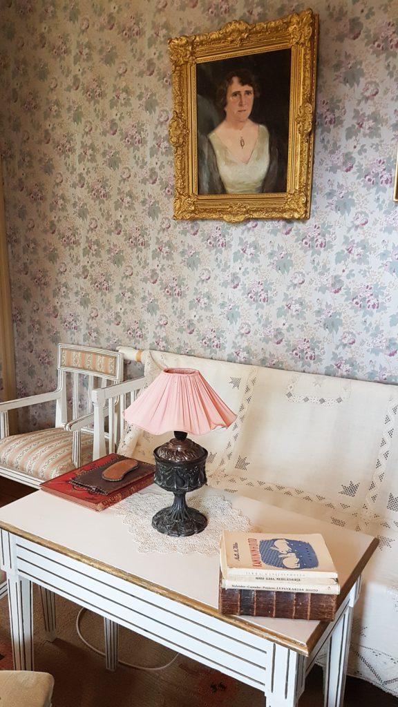 huone, jossa on romanttiset tapetit